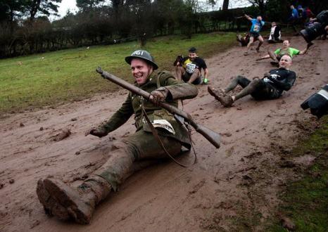 Одно из самых опасных в мире соревнований — Tough Guy Challenge, известное как гонка на выживание, собрала 26 января 2014 года в английском Телфорде самых выносливых мужчин и женщин.  Фото: Ben Hoskins/Getty Images