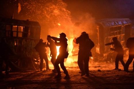 Столкновения демонстрантов с сотрудниками спецподразделения «Беркут» в центре Киева 20 января 2014 года. Фото: SERGEI SUPINSKY/AFP/Getty Images