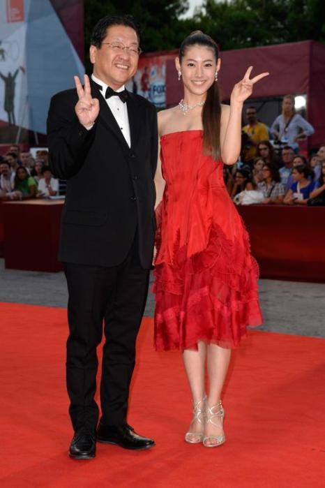 Президент «Студии Гибли» (Studio Ghibli) Кодзи Хосино и актриса Миори Такимото прибыли на юбилейный 70-й Венецианский международный кинофестиваль 1 сентября 2013 года в Венецию, Италия. Фото: Pascal Le Segretain/Getty Images