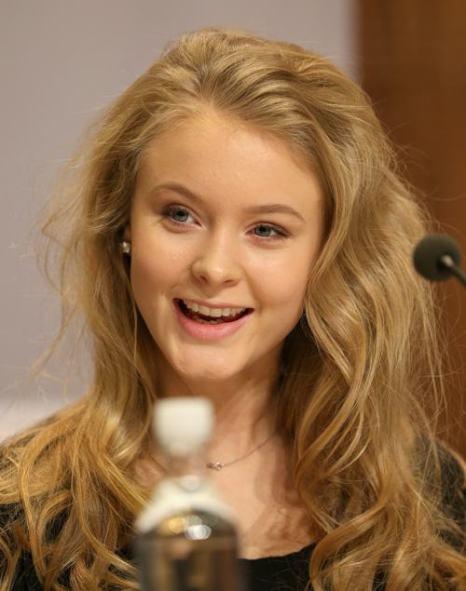 15-летняя певица Зара Ларссон на пресс-конференции, посвящённой лауреатам 20-й ежегодной Нобелевской премии мира, 11 декабря 2013 года в Осло (Норвегия). Фото: Chris Jackson/Getty Images for Nobel Peace Prize Concert