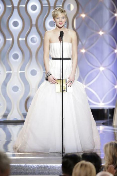 Дженнифер Лоуренс стала лучшей актрисой второго плана 2014, получив награду «Золотой глобус» в Беверли-Хиллз 12 января 2014 года. Фото: Paul Drinkwater/NBCUniversal via Getty Images