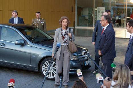 Королева Испании София 25 сентября 2013 года прибыла в больницу в Посуэло-де-Аларкон, чтобы навестить короля Испании Хуана Карлоса I, перенёсшего операцию. Фото: Pablo Blazquez Dominguez/Getty Images