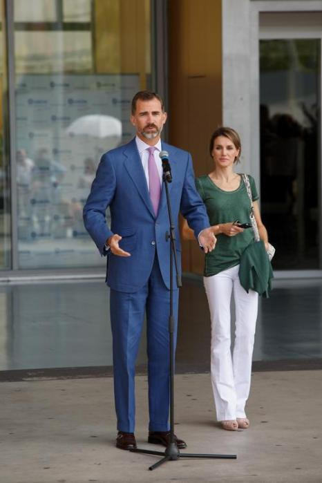 Наследный принц Филипе с супругой, принцессой Летицией прибыли в больницу в Посуэло-де-Аларкон, чтобы навестить короля Испании Хуана Карлоса I, перенёсшего операцию. Фото: Pablo Blazquez Dominguez/Getty Images