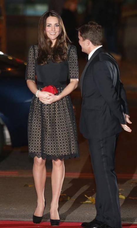 Супруга принца Уильяма, герцогиня Кембриджская Кэтрин посетила 28 ноября 2013 года благотворительный бал организации SportsAid, которая находится под её патронажем. Фото: Lefteris Pitarakis - WPA Pool/Getty Images