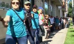 Баски выстроились в 123-километровую живую цепь, требуя референдума о независимости от Испании