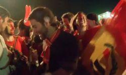 Болельщики Бельгии и Аргентины празднуют выход в четвертьфинал чемпионата мира