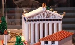 Акрополь из 120 тысяч деталей LEGO показали в афинском музее