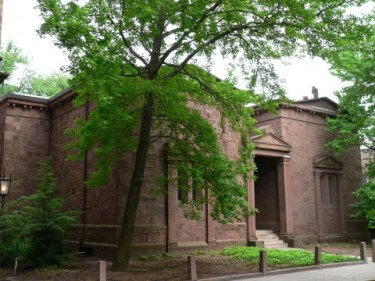 Yale_Skull_and_Bones_facade_from_angle-480x360