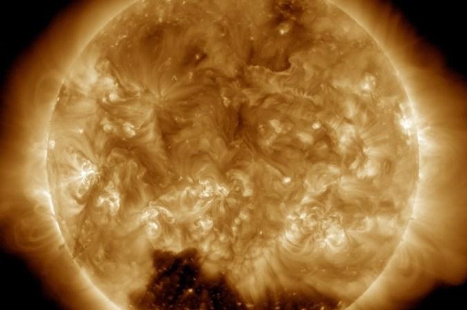 NASA обнаружило на солнце корональную дыру