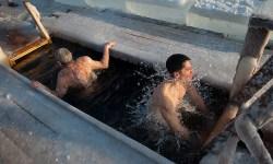 В Москве 17 человек обратились за медпомощью после купаний в проруби