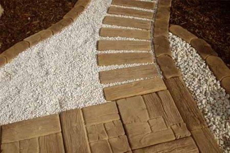 Деревянная садовая дорожка. Фото: liveinternet.ru