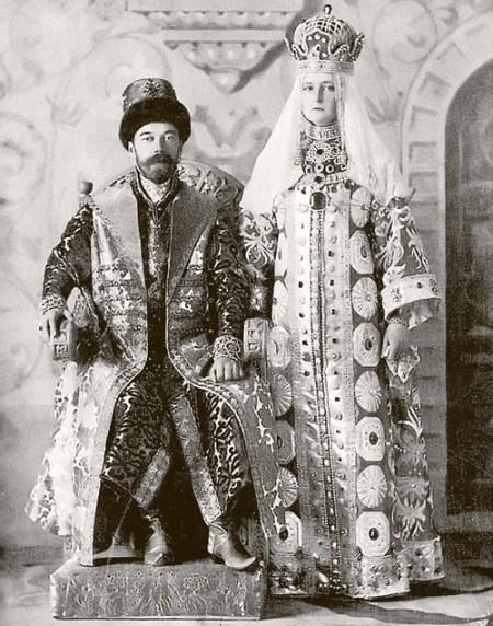 Император Николай II и его жена Александра  в карнавальных костюмах. Фото: mir.h19.ru