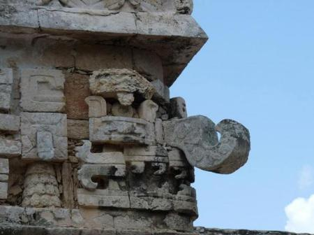 corner-sculpture-of-Chac-mexico