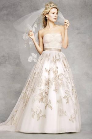 Свадебное платье от Oleg Cassini. Фото: Image courtesy of David's Bridal