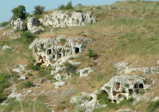 Скальные гробницы