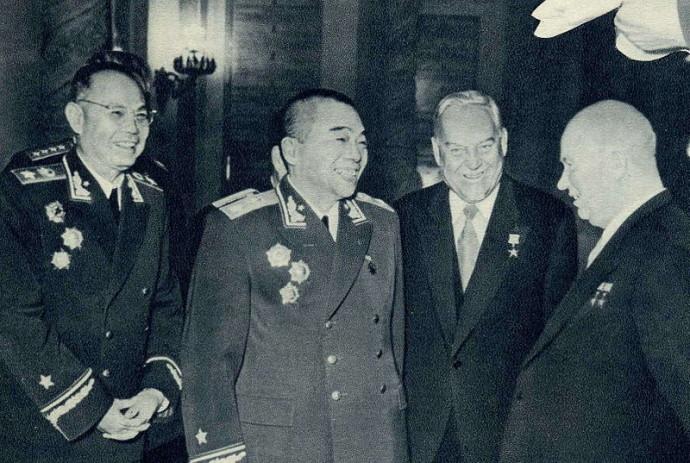 800px-Peng_Dehuai,_Ye_Jianying,_Nikita_Khrushchev,_Nikolai_Bulganin