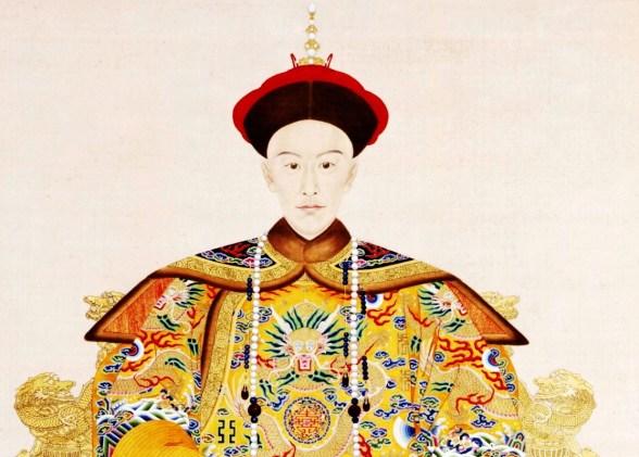 Императорские одеяния императора Гуаньсюя, династия Цин. На его груди изображён жёлтый дракон. Фото: CC-PD-ART