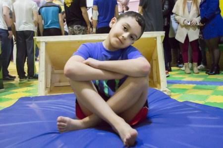 Влад Абдулазизов – самый юный участник соревнований по паркуру на фестивале «Будь в движении» в Рязани. Фото: Сергей Лучезарный/Великая Эпоха