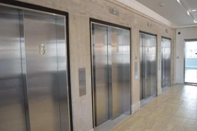 двери лифтов