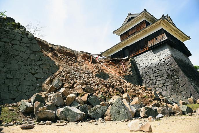 Обрушенная стена феодального замка. Фото: Masterpress/Getty Images