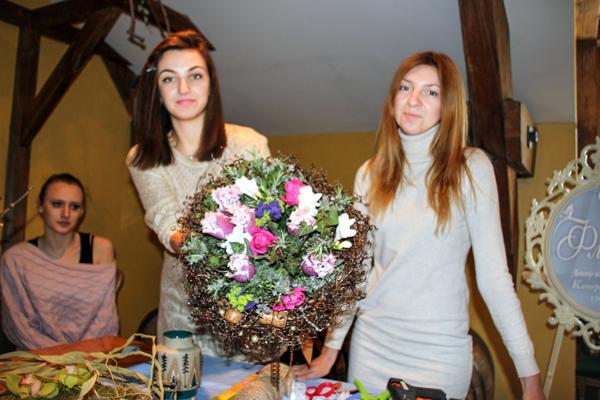Участницы мастер-класса и Екатерина Быкова. Фото: Алла Лавриненко/Великая Эпоха