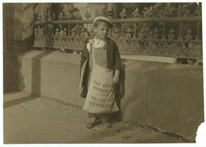 Фредди, продавец газет, не знал точно своего возраста, сказал, что ему 5 или 6 лет. Сакраменто, штат Калифорния, май 1915 г. Фото: L.W. Hine/LOC