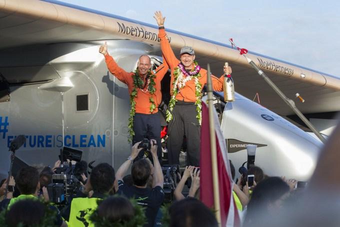 Solar Impulse 2 прибыл на Гавайские острова. Фото: Eugene Tanner/AFP/Getty Images