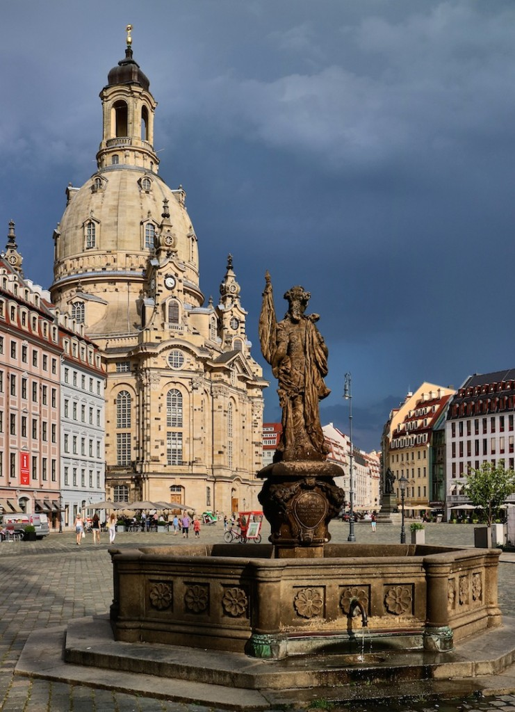 Площадь Ноймаркт и роскошная протестантская церковь Фрауэнкирхе. Фото: Charles Mahaux