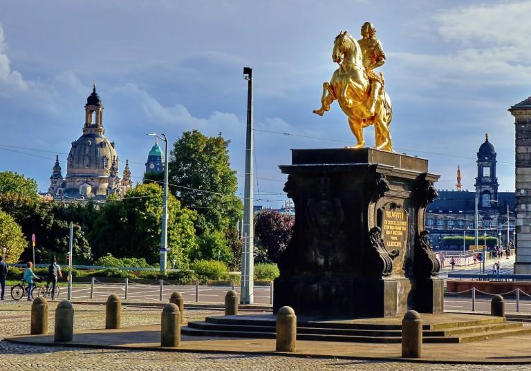Золотая конная статуя Августа Сильного в новом городе. Фото: Charles Mahaux
