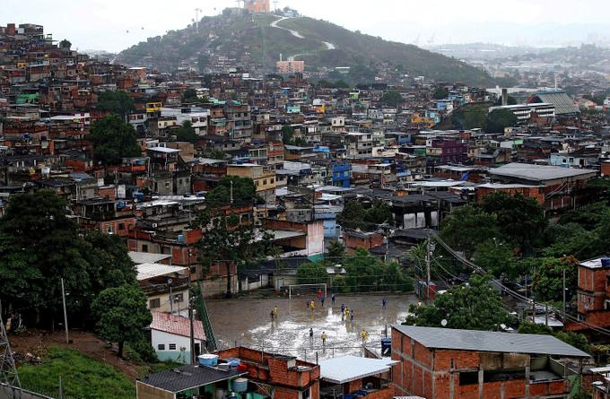 Фавелы в Бразилии славятся своей преступностью. Фото: Mario Tama/Getty Images