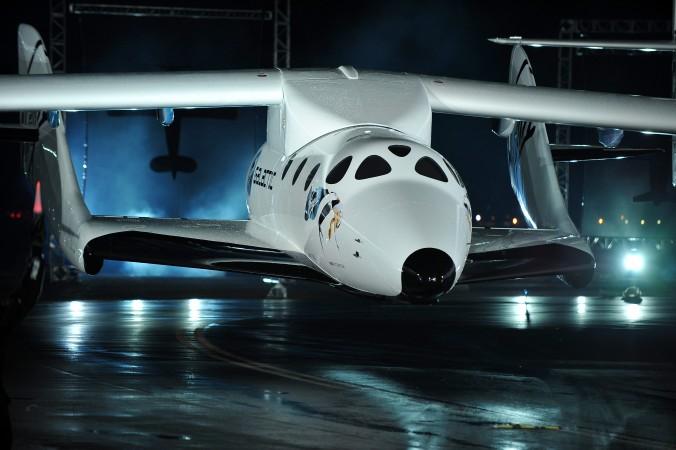 paceShipTwo ― первый коммерческий пилотируемый космический корабль в аэрокосмическом порту Мохаве, штат Калифорния, 2009 год. Фото: Robyn Beck/AFP/Getty Images