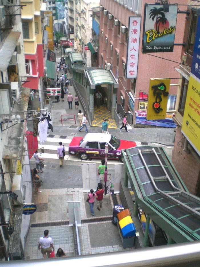 Уличный экскалатор в Гонконге. Фото: Maucaine/en.wikipedia.org/CC BY-SA 3.0