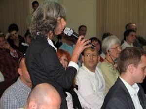 Посетители задают вопросы участникам семинара. Фото: Юлия Гросс/Великая Эпоха