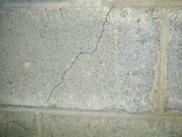 non-structural wall crack
