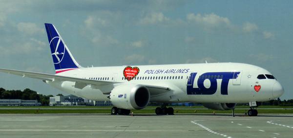 Wizualizacja Dreamlinera LOT-u oklejonego serduszkami WO