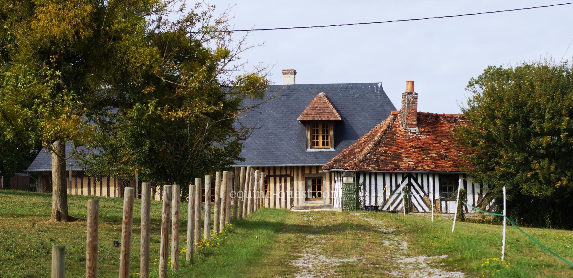 Normandie – secteur Crèvecoeur en Auge, 1 ha autour d'une ravissante normande