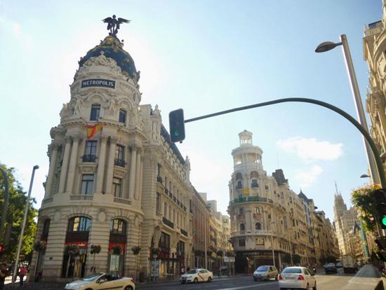 Mobiliario de oficinas moderno en edificios histricos de Madrid  EQIN Estudio Mobiliario y Reformas de Oficina