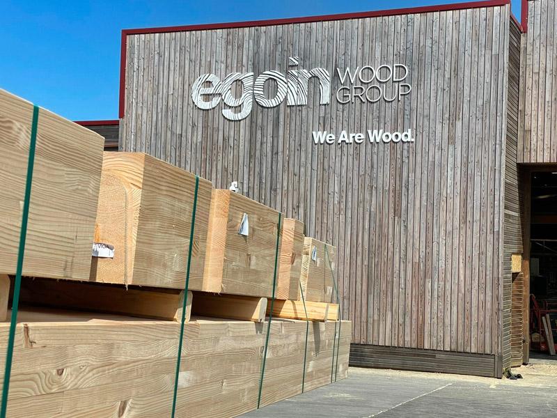 La empresa, que dispone de dos plantas en Ea y Legutio, va a dar un importante salto en su capacidad productiva de madera CLT y laminada, pasando de los 22.000 m3 actuales a los 52.000 m3, y espera generar alrededor de 100 puestos directos de trabajo