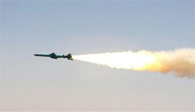 """ايران تختبر بنجاح صاروخ """"قادر"""" بعيد المدى خلال مناورات الولاية 91"""