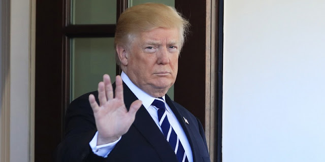 Sejumlah Bank Berlomba-lomba Blokir Donald Trump, Kenapa?