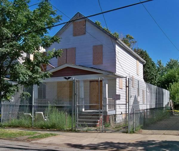 Rumah Ini Begitu Mengerikan, Hingga Harus di Sensor di Google Maps