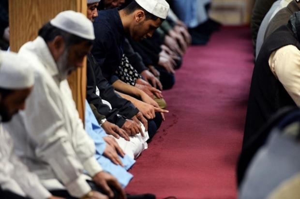 Doa Tahiyat Akhir dalam Sholat Lengkap dengan Artinya