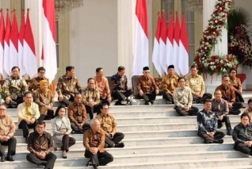 Pejabat meminta maaf kepada rakyat perlu menjadi budaya. Foto: Kabinet Kerja 2 Jokowi - Maruf