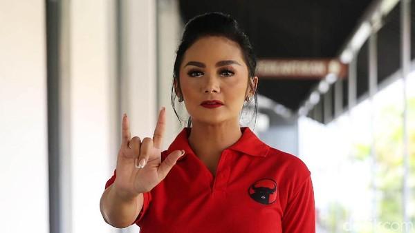 Nyanyian Krisdayanti Bikin Heboh Urusan Gaji Wakil Rakyat Senayan