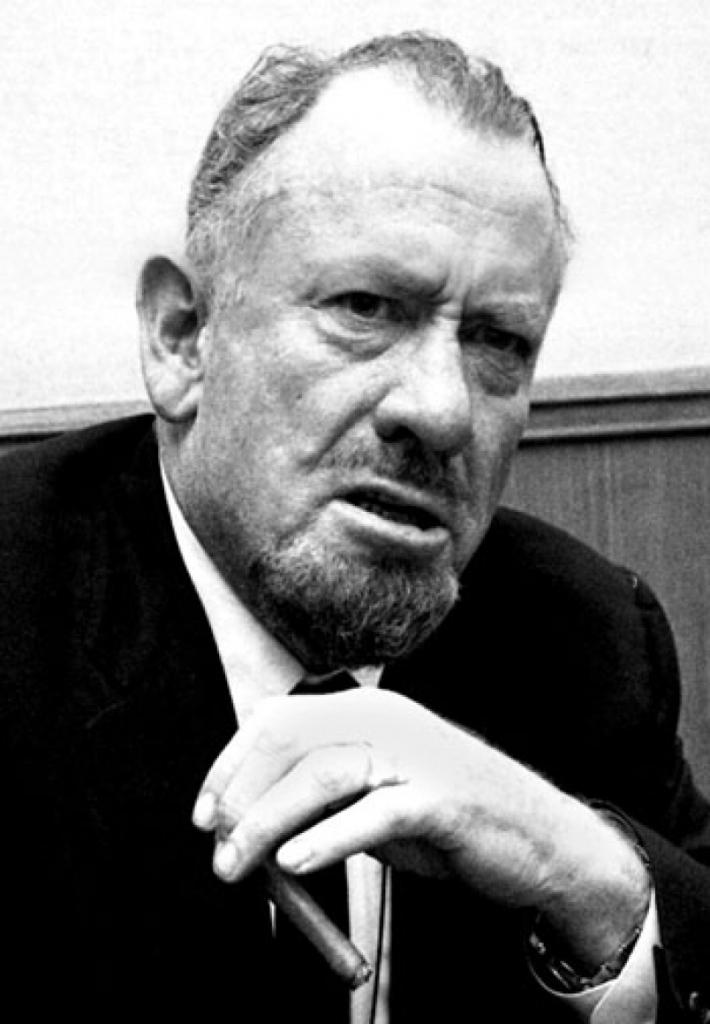 Ira y desprecio en la expresión de John Steinbeck