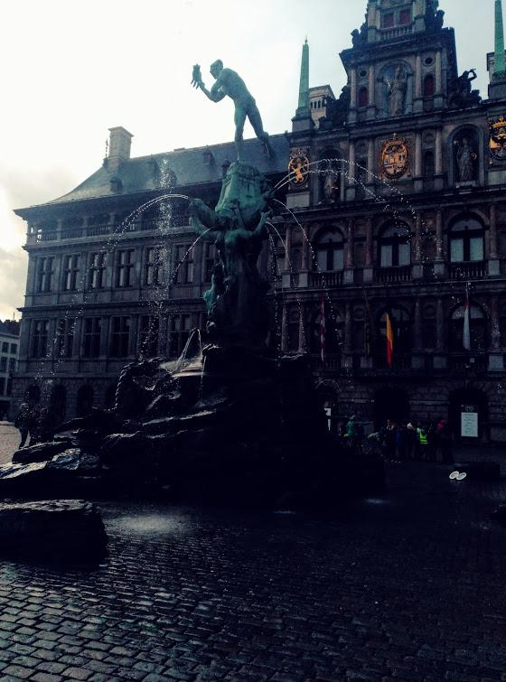 Estatua Silvius Bravo