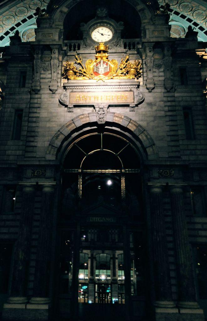 IMG_20160320_221828 Antwerpen-Centraal: la catedral de trenes - IMG 20160320 221828 - Antwerpen-Centraal: la catedral de trenes