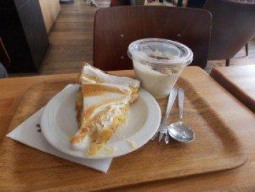 tarta-limón-JAT' JAT': una cafetería diferente en la zona palaciega de Bruselas - DSCN6478 300x225 - JAT': una cafetería diferente en la zona palaciega de Bruselas