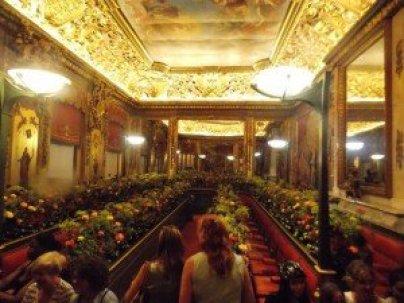 salon-plenos-Ayuntamiento-Bruselas Flowertime Brussels: las flores inundan la Grand Place - DSCN6537 300x225 - Flowertime Brussels: las flores inundan la Grand Place
