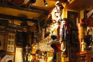 Bar marionetas etc -26 Le Poechenellekelder: El bar de las marionetas y del Manneken Pis. - Bar marionetas etc 26 300x200 - Le Poechenellekelder: El bar de las marionetas y del Manneken Pis.